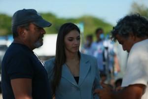 Desde la izquierda, el director Alfonso Rodríguez, junto a la actriz Honey Estrella y el productor Ángel Múñiz. [Foto: Rubén Abud].