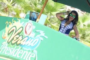 La DJ La Luz puso la nota electrónica en los atractivos durante el día.