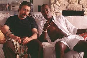Robert De Niro y Samuel L. Jackson en una escena de Jackie Brown, de Quentin Tarantino.