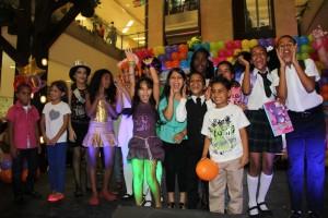 Grupo de finalistas que van por los tres premios.
