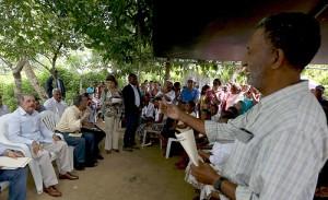 El presidente Danilo Medina en la comunidad La Jaqueta.