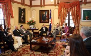El presidente Danilo Medina, al centro, durante la reunión con empresarios de Zonas Francas.
