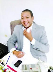 Ezequiel Acosta considera que no solo los cantantes dominicanos confrontan obstáculos para abrirse espacio en el mercado extranjero.