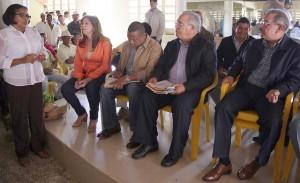 Danilo Medina también mantuvo un encuentro con productoras de la comunidad de Pedro Sánchez, distrito municipal de El Seibo. [Crédito de imagen: Luis Ruiz Tito/ Presidencia]