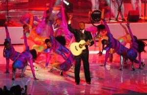 Archivo. El bachatero Anthony Santos en uno de los espectaculares segmentos de Premios Soberano 2013, en el que participaron parte de los bailarines escogidos en los casting de baile. [Crédito de imagen: Rusbert Pérez/PhotoNews]