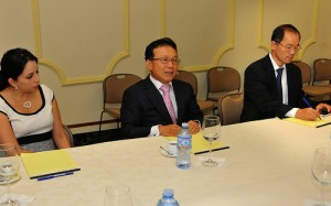 El embajador de la República de Corea en el país, Park Dong-Silademás asistió a la actividad compañado del primer secretario, Hong Ju y María Rosario, asistente Económica, Política y Cultural de la embajada de ese país.