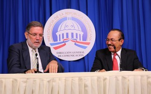 El ministro de Agricultura, Luis Ramón Rodríguez junto al director de DICOM, Roberto Rodríguez Marchena. [Crédito de imagen: Ángel Álvarez Rodríguez/Presidencia]