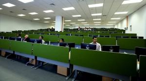 Una de las salas de monitoreo que operará en el Sistema de Emergencia 911. [Crédito de imagen: Presidencia]