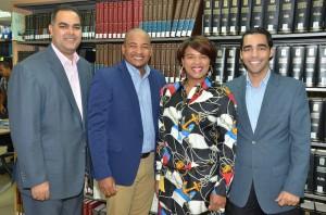 Desde la izquierda, el periodista Máximo Jiménez, Wason Brazobán, Aida Montero, directora de la Biblioteca Juan Bosch y Kelvin Mejía, director de Radio Funglode.