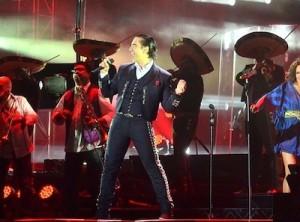 Otro momento inolvidable del concierto de El Potrillo en República Dominicana.