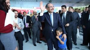El presidente Danilo Medina compartió con los niños y estudiantes de las escuelas.