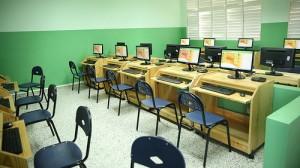 Área de informática, entre otras comodidades para nuestros estudiantes. [Crédito de imagen: Ángel Álvarez Rodríguez/Presidencia]
