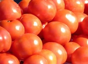 El tomate es un vegetal con muy baja caloría.