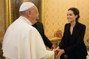 Angelina Jolie fue recibida por el Papa Francisco.