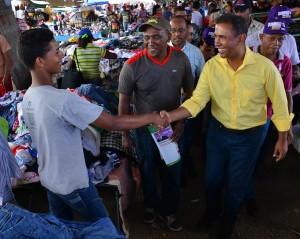 El precandidato del PLD Domingo Contreras, durante un encuentro de campaña a favor de sus aspiraciones a la alcaldía del Distrito Nacional.