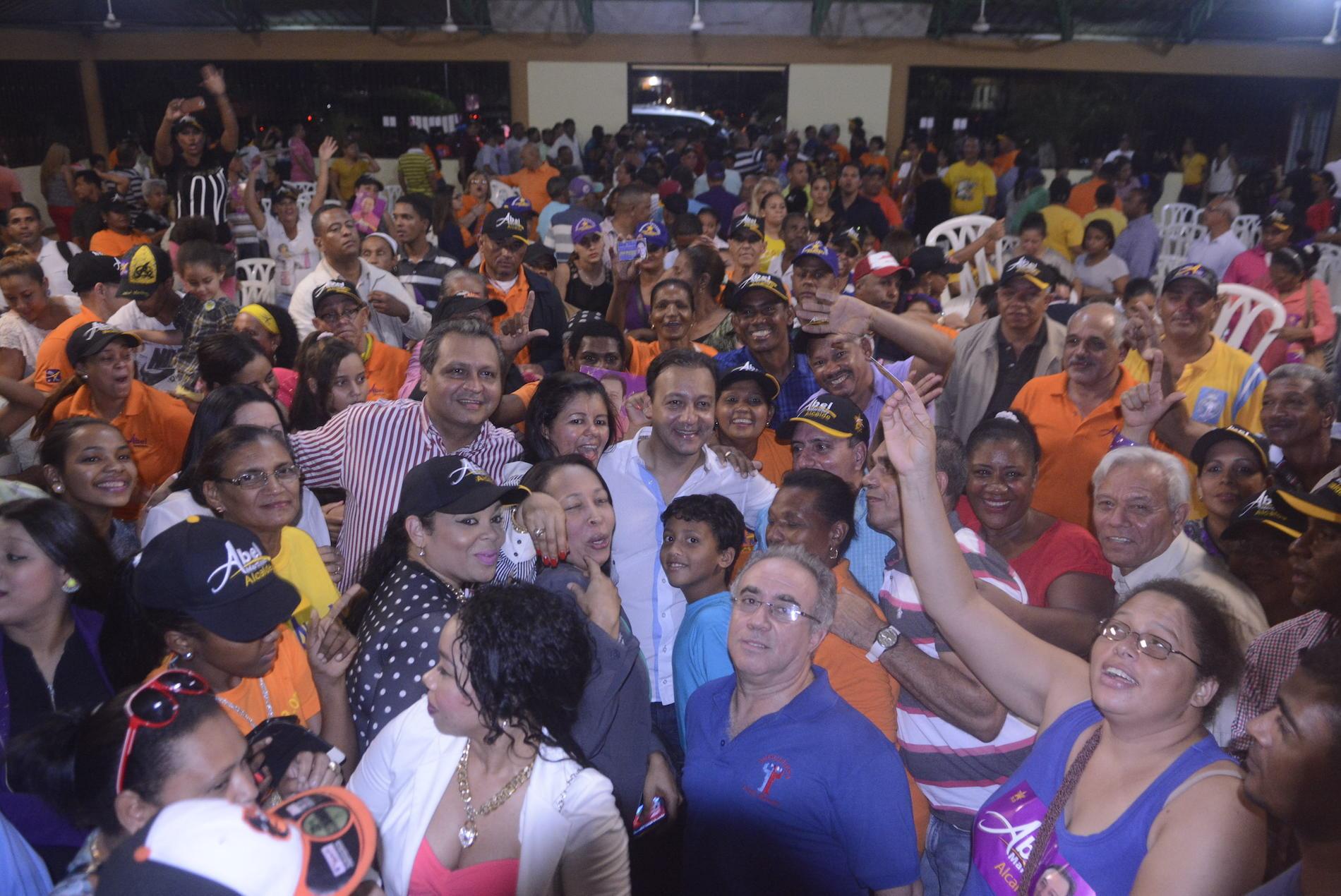 Cientos de simpatizantes participaron en actos de apoyo a favor de Abel Martínez.