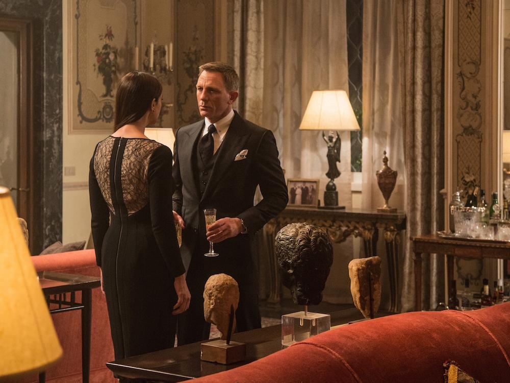 """Monica Bellucci, izquierda, y Daniel Craig  en una escena de """"Spectre"""".   Jonathan Olley/Metro-Goldwyn-Mayer Pictures/Columbia Pictures/EON Productions."""