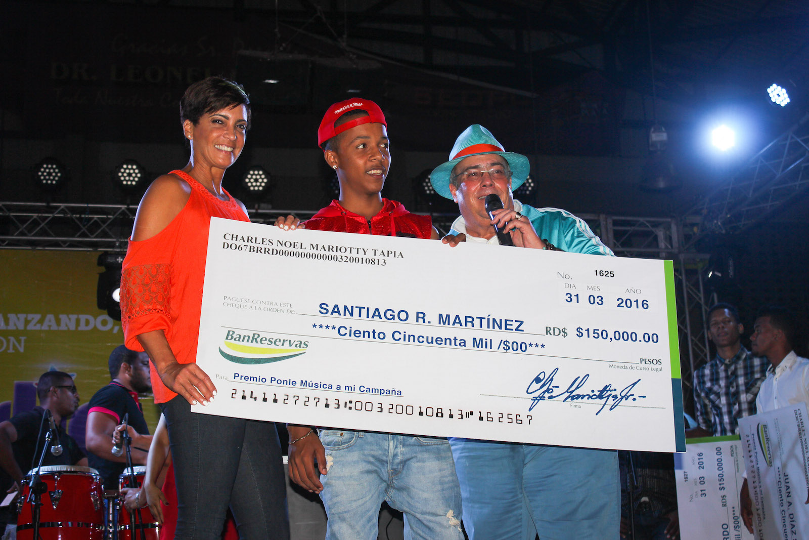 Charlie Mariotti premio campaña música abr 10 2016