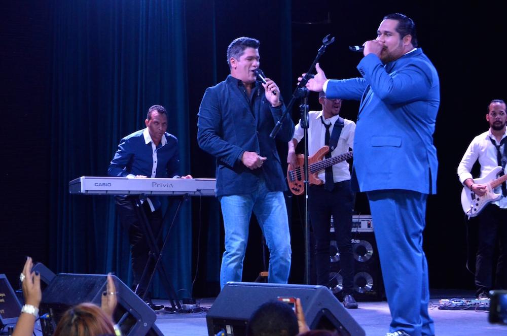 Juan Carlos Pichardo tuvo en la primera función de su show Buscando el peso a Eddy Herrera como invitado.