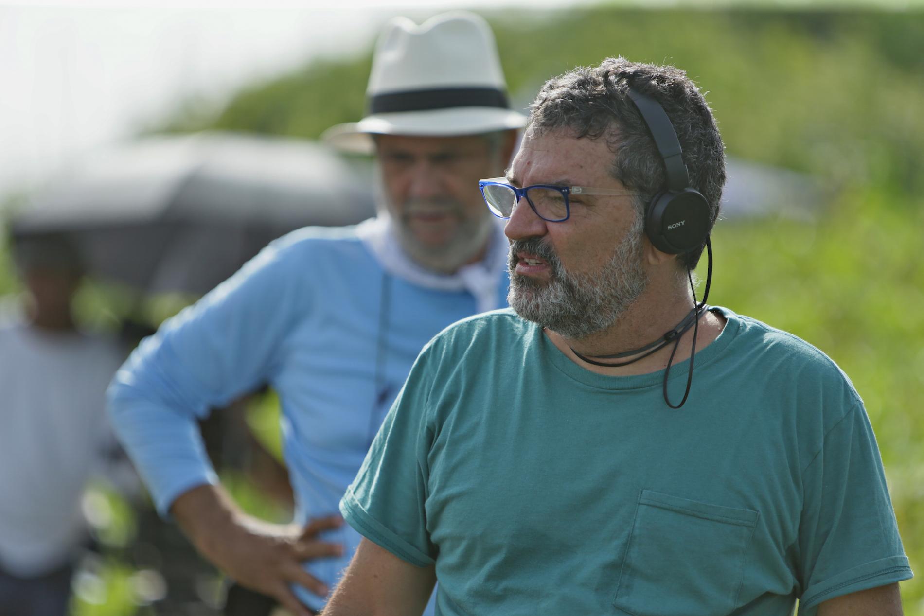 El director Félix Germán, en primer plano, junto al director de fotografía Peyi Guzmán.