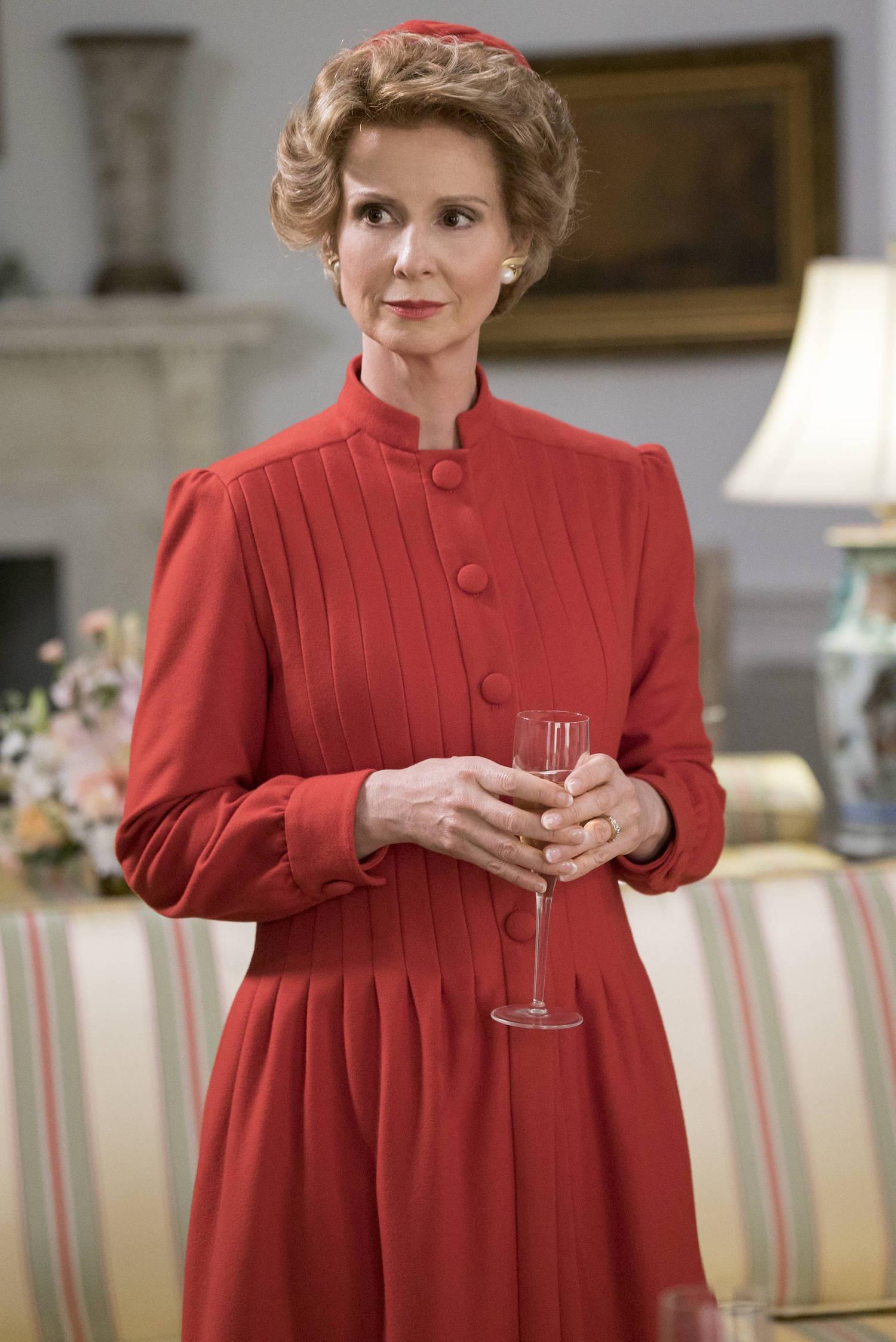 Cynthia Nixon interpreta a Nancy Reagan en la serie.